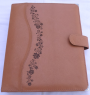 Egyedi bőr lefűzős mappa, A/4 méretű lapok lefűzéséhez