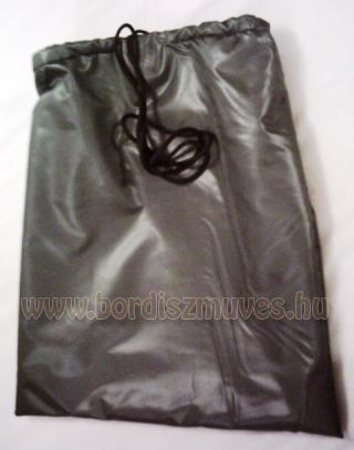 Bélelt bukósisak tartó zsák, orkán anyagból készített víztaszító külsővel