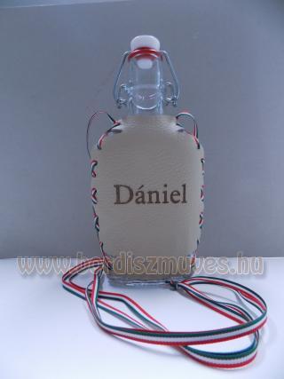 Egyedi nyakba akasztható lapos üveg, pálinkás butykos
