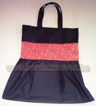Fekete vászonból és nyomott vászonból készült textiltáska, piros virágos