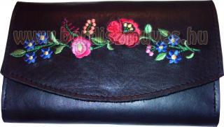 Egyedi, kalocsai hímzett fekete marhabőr pénztárca, kalocsai hímzéssel
