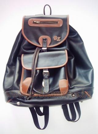 Nagyméretű férfi marhabőr hátizsák, hátitáska, monogrammal, sertésbőr szegéssel