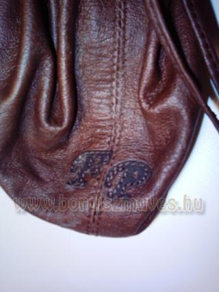 Monogramos pénzes zacskó, régies néven erszény, bugyelláris, egy rekeszes