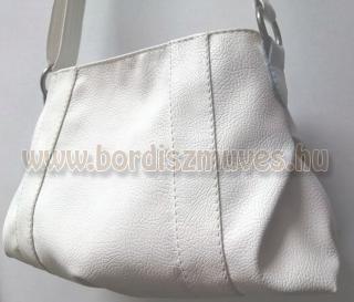 Fehér textilbőr női táska 1 rekesz, 2 belső zseb, hosszú fogóval