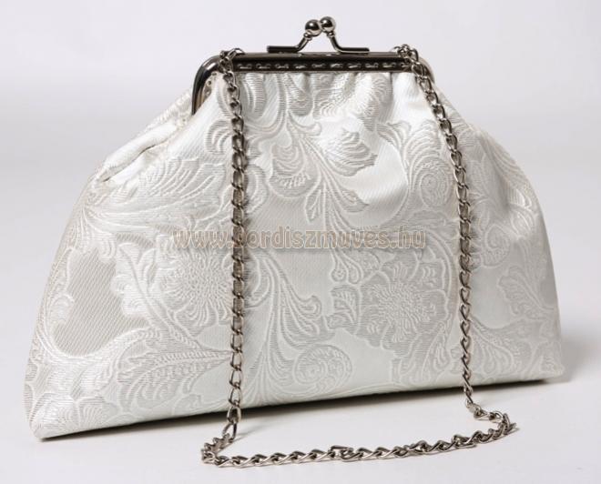 Fehér textilbőr, keretes menyasszonyi táska, láncos hosszú fogóval