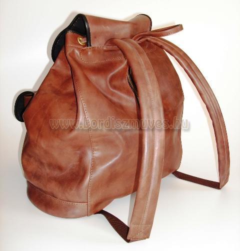 Nagyméretű férfi barna antikolt marhabőr hátizsák, hátitáska, hátsó rész