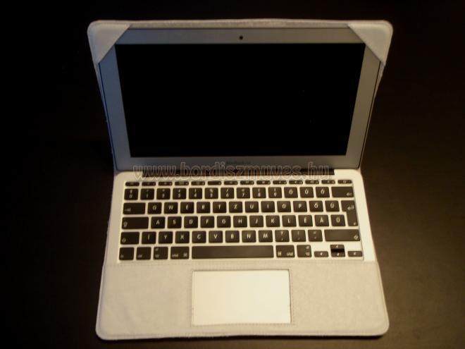 Marhabőr laptop, notebook tartó, tok nyitva