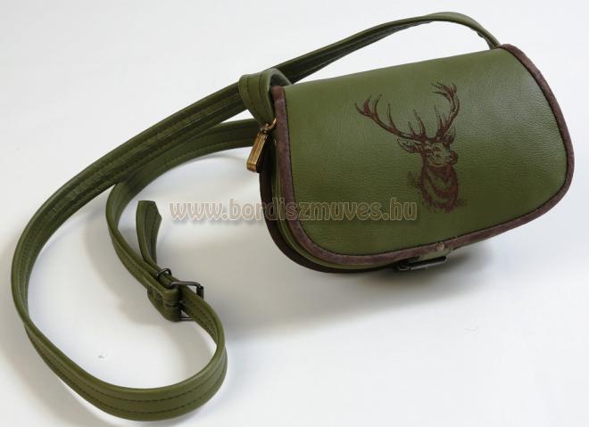 Egyedi, zöld marhabőr vadásztáska készítés, szarvasfejjel, fácántartó akasztóval