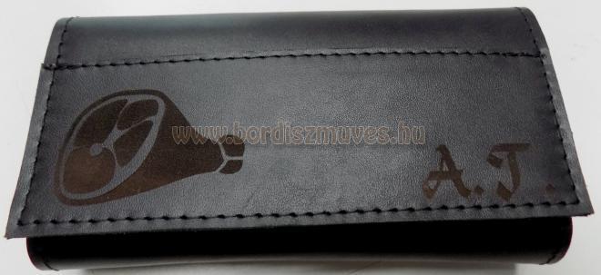 Egyedi marhabőr monogramos brifkó, sertésbőr béléssel, sonka motívummal