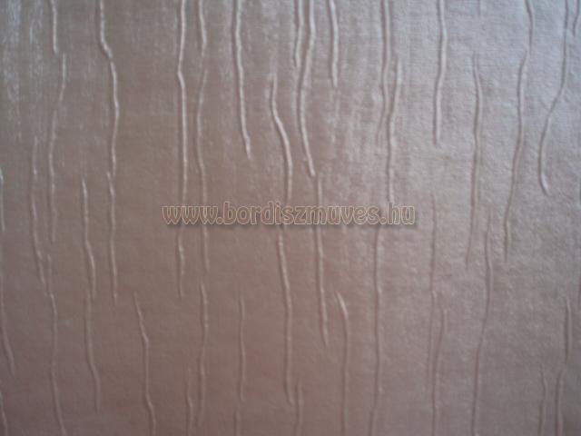 Fa erezetű, szürkésbarna színű textilbőr alapanyag, olcsóbb, egyszerű termékek