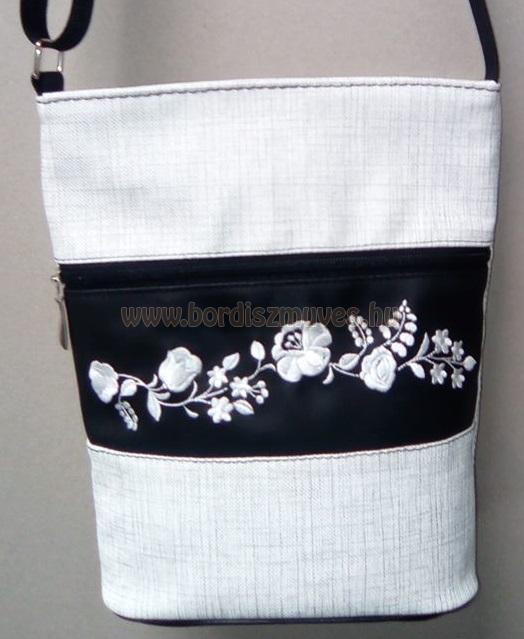 Hímzett kalocsai női táska válltáska textilbőr