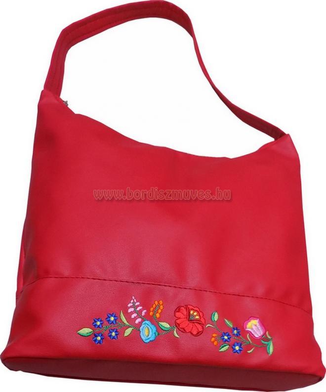 Piros, kalocsai hímzett kézi táska