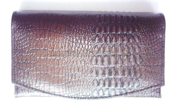 Kígyóbőr jellegű bőrből készített női pénztárca, jól pakolható