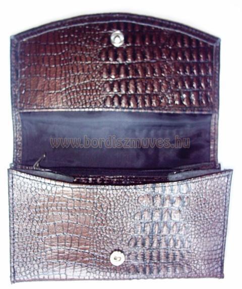 Kígyóbőr jellegű bőrből készített női pénztárca, jól pakolható, kettő sima és eg