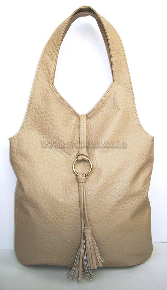 Klasszikus fazonú, textilbőr női kézitáska
