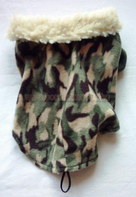 Terepszínű termóból, polárból, készült ujjas kutyaöltözet, kutyakabát prémes