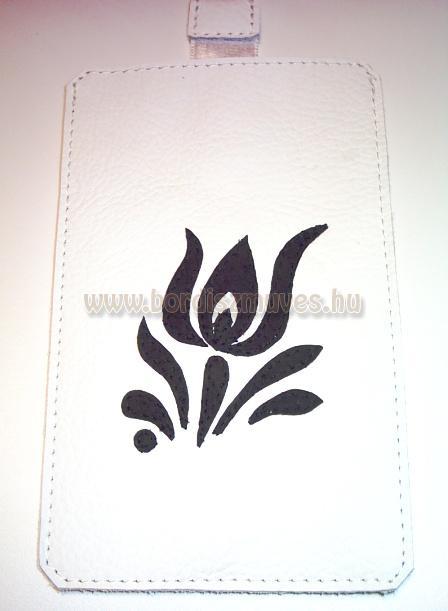 Egyedi, fehér színű bőrből készített, rátétes, kalocsai mintával applikált