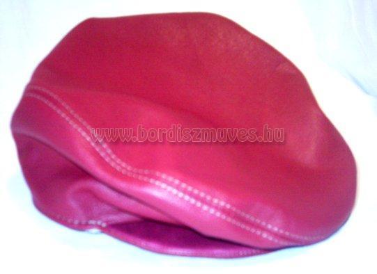 Marhabőr sildes, siltes sapka, egyedi igények szerinti bőrből, esetleg textilből