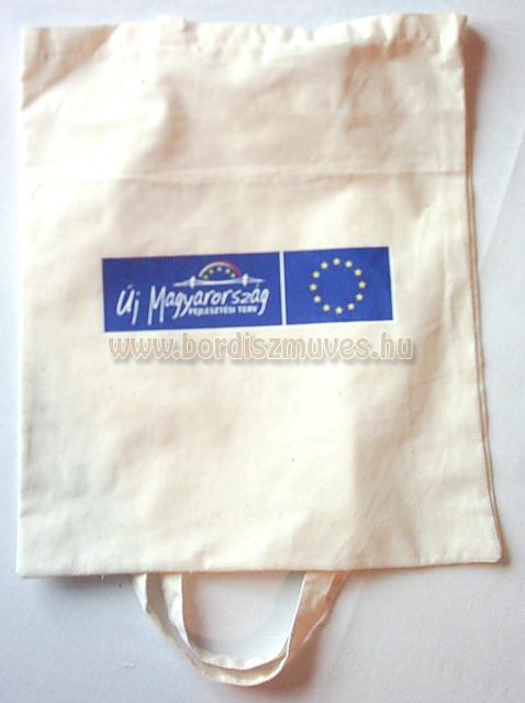 Textilből, lenvászonból, vászonból, molinóból készült táskák gyártása, szitázás