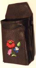 Egyedi, barna marhabőr, brifkó, briftasni és brifkó tartó kalocsai hímzett minta