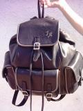 Egyedi fekete marhabőr hátizsák, extra méret, monogrammal
